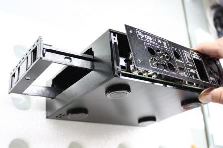 Sacar el adaptador del disco duro, como ves en la imagen