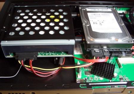 Popcorn Hour C200. Instalado HDD de 3,5'' y BD-ROM