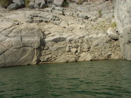Embalse del Esla o de Ricobayo (Zamora). Rincones como este, son muy propicios para el asentamiento de colonias del mejillón cebra en su fase adulta.